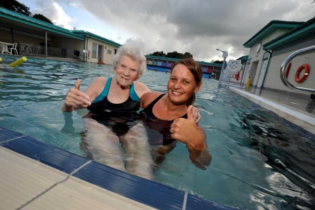 Auchinleck care home residents enjoy day at New Cumnock ...