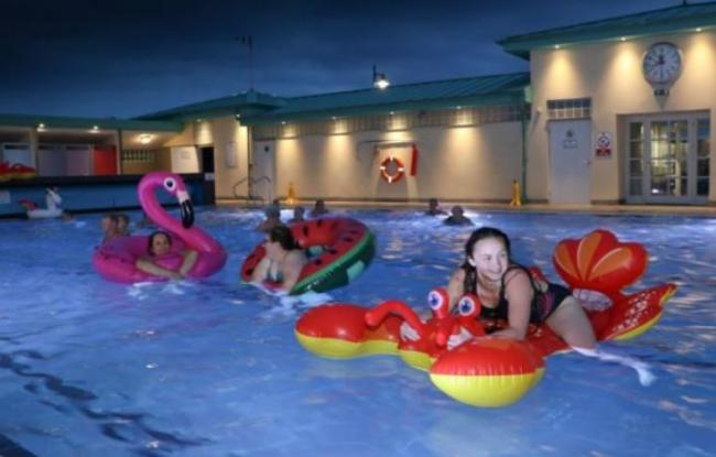 Hundreds head to New Cumnock for midnight swim in heated pool