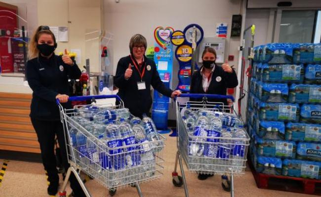 Tesco staff in Auchinleck came to the rescue with a great supply of bottled water.