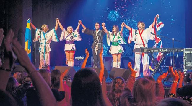 ABBA tribute act head to New Cumnock for concert and amazing night out